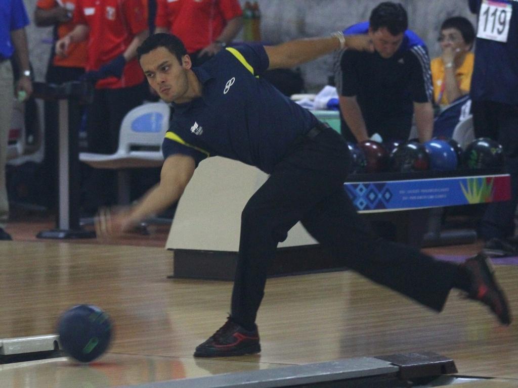 Marcelo Suartz durante a disputa da eliminatória 1 do boliche individual em Guadalajara