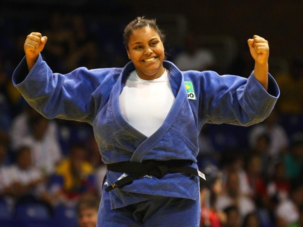 Maria Suellen Altheman comemora medalha de bronze conquistada após aplicar ippon contra a norte-americana Molly O'Rourke (26/10/2011)