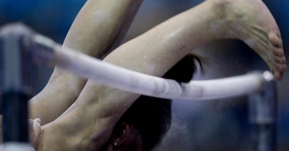 Peruana Sandra Mary Collantes bate a cabeça na trave e sofre acidente durante finais do individual geral na ginástica