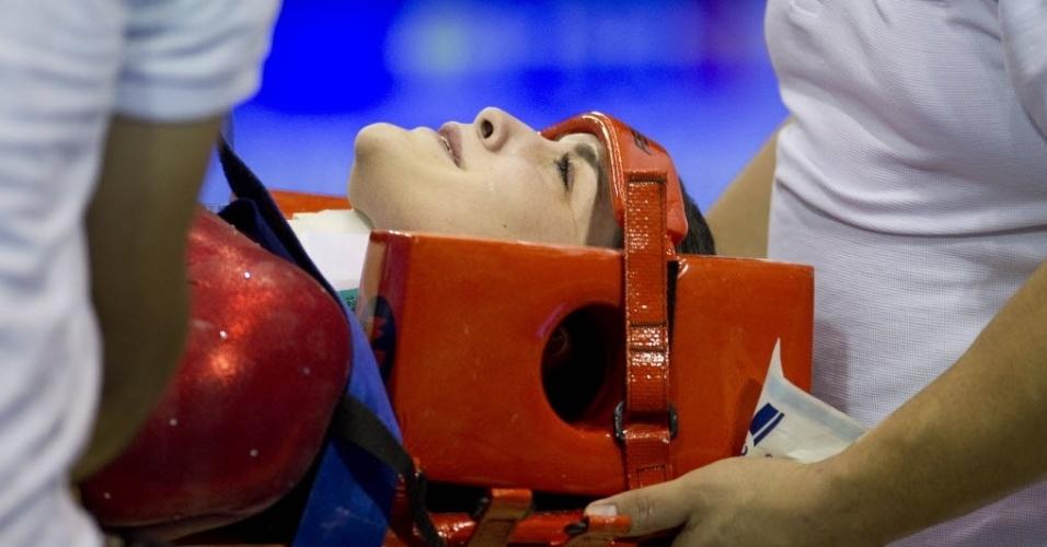 Peruana Sandra Mary Collantes sofre queda na disputa do individual geral da ginástica e deixa ginásio de maca