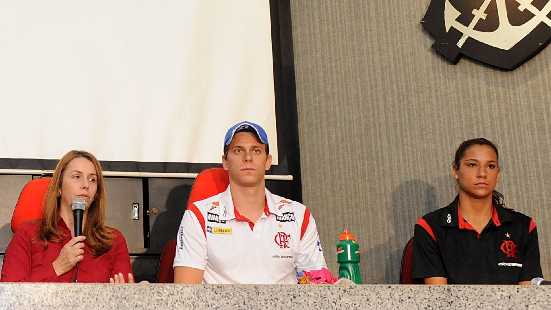 Presidente do Flamengo, Patrícia Amorim, recebeu alguns nadadores medalhistas do Pan (26/10/2011)