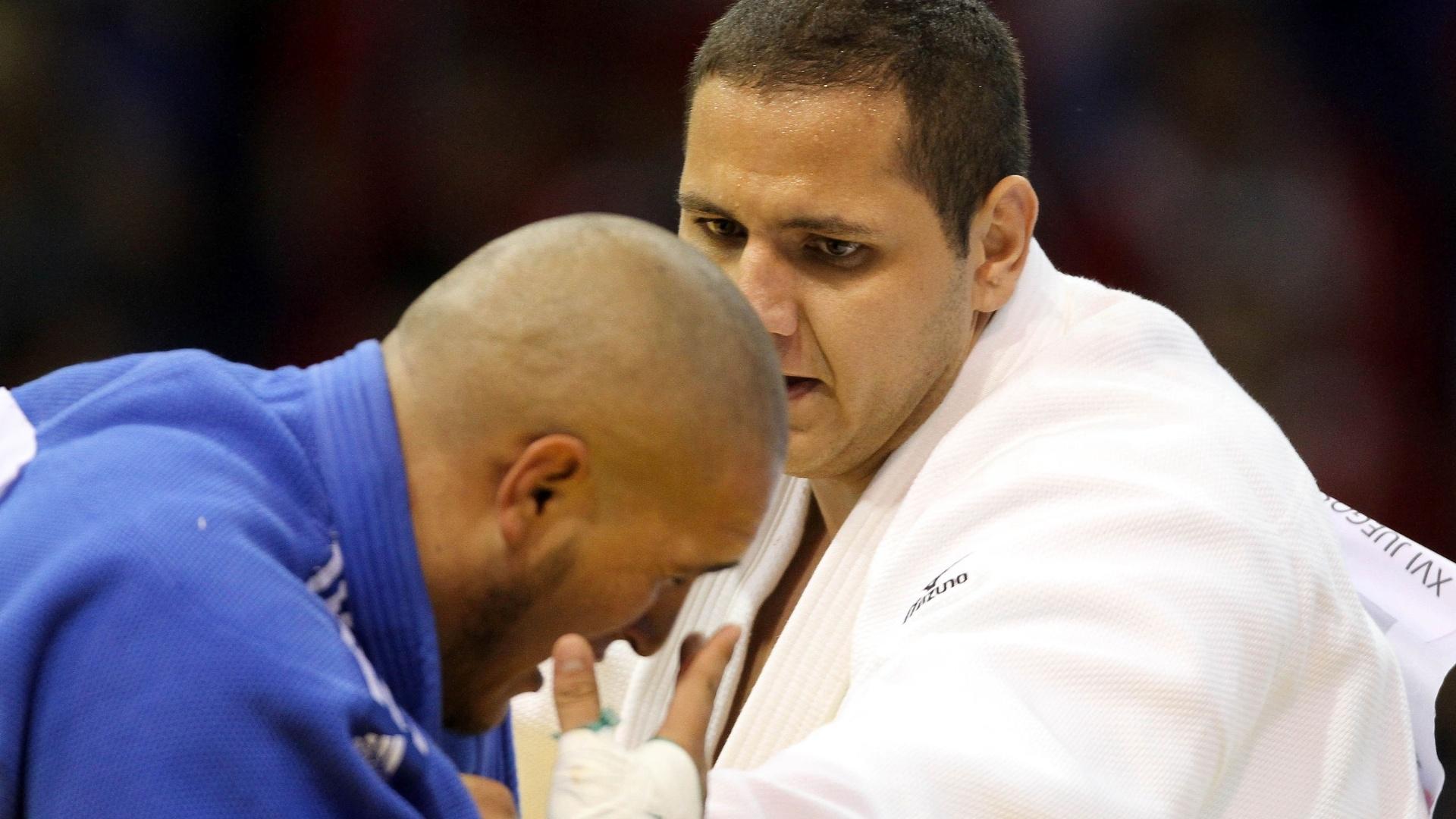 Rafael Silva, o Baby, vence luta contra o mexicano Ramon Flores em vitória pela categoria pesado do judô no Pan (26/10/2011)