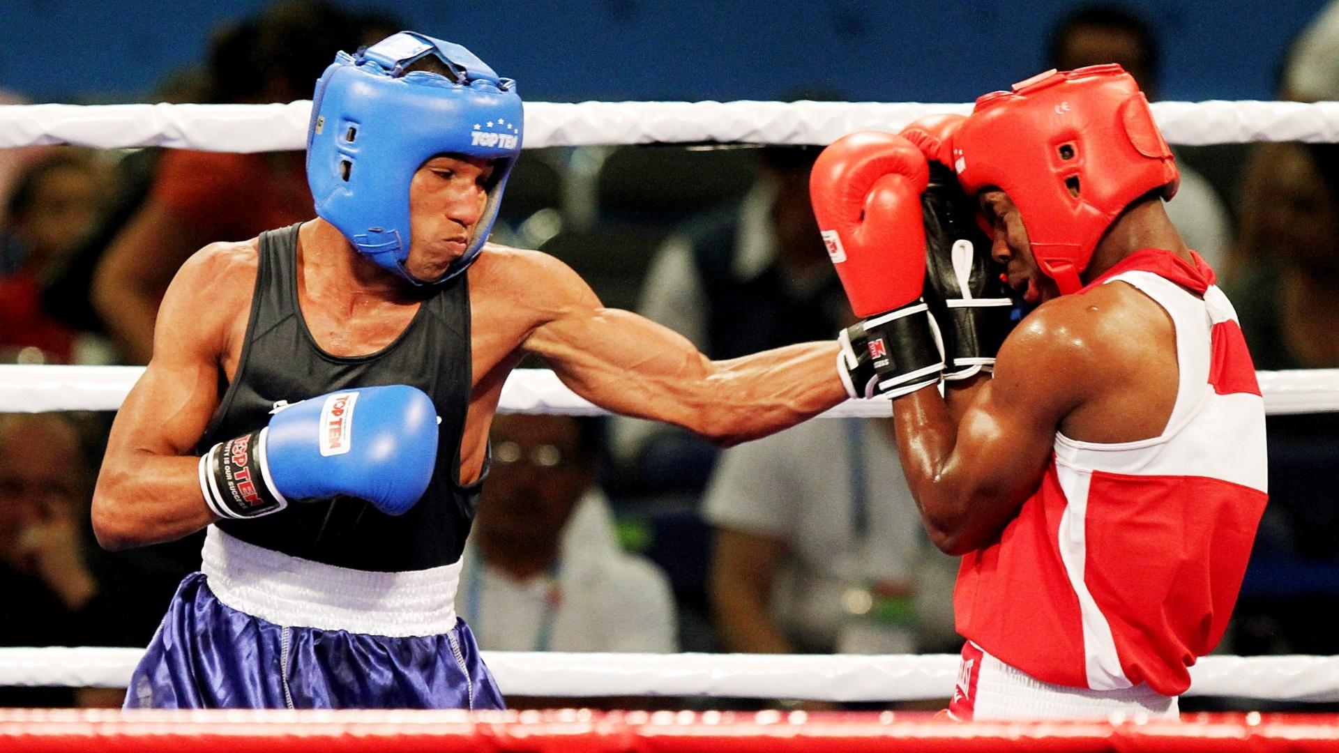 Robson Conceição (de azul) foi o primeiro brasileiro a garantir vaga na final do boxe em Guadalajara