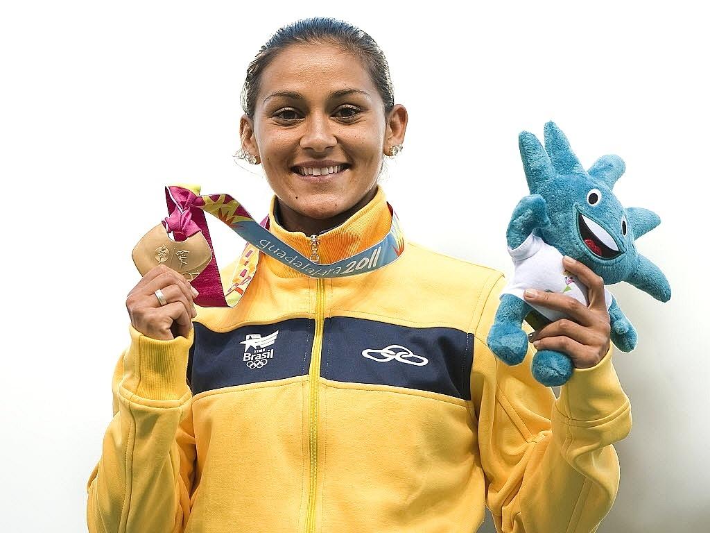 Ana Claudia Lemos comemora o ouro nos 200 m rasos, no Pan de Guadalajara (27/10/2011)