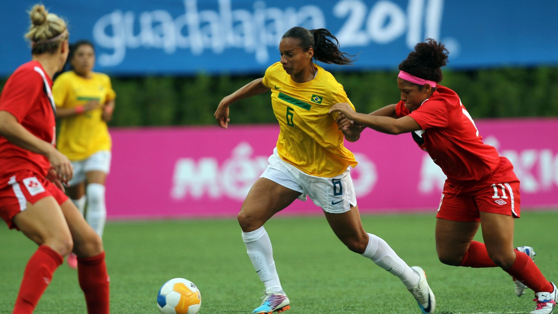 Brasil e Canadá se enfrentam na decisão do futebol feminino em Guadalajara (27/10/2011)