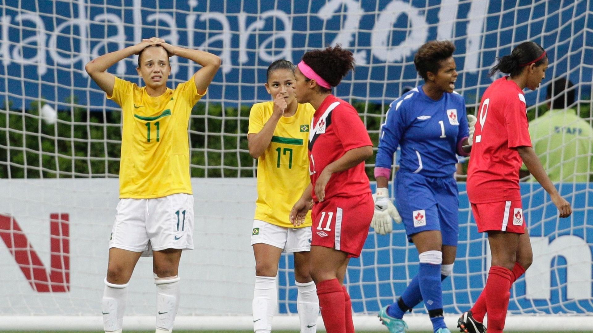 Brasil perdeu para o Canadá por 4 a 3 nos pênaltis, na decisão do futebol feminino (27/10/2011)