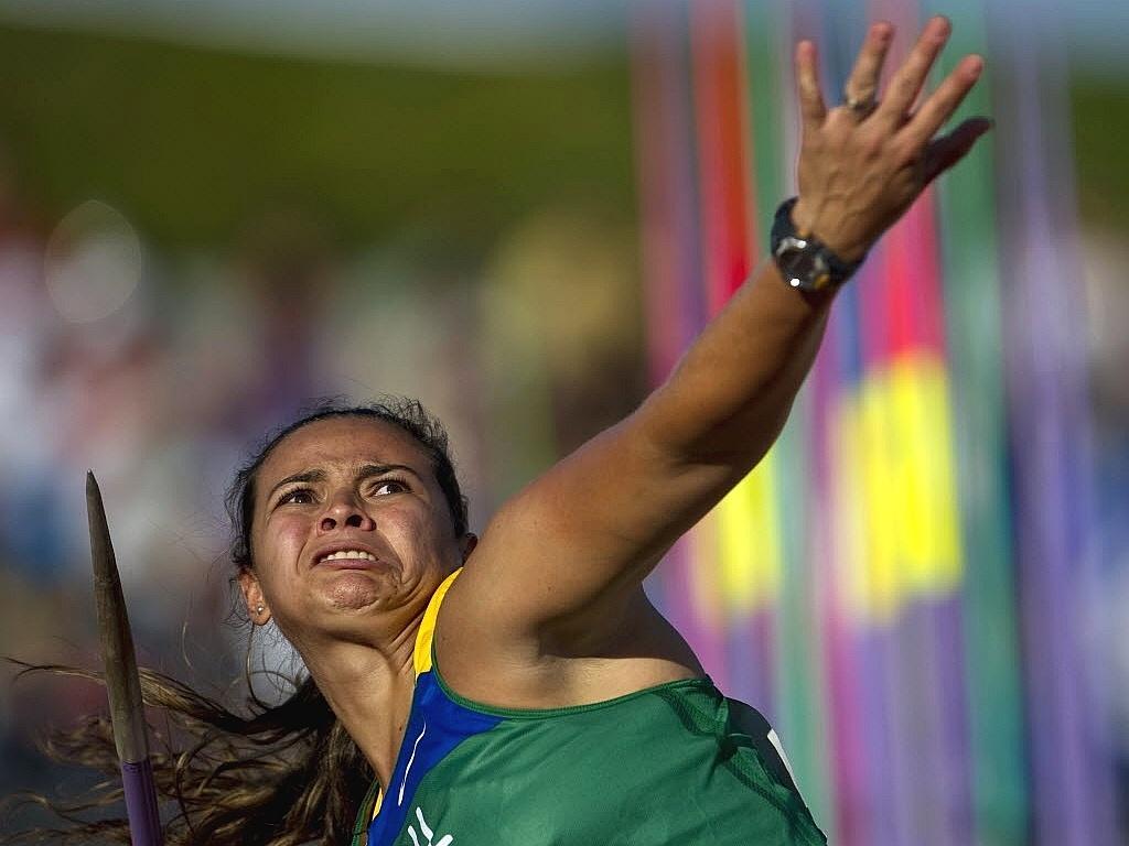 Brasileira Laila Silva em ação na disputa do lançamento de dardo no Pan-2011, em que terminou na última posição