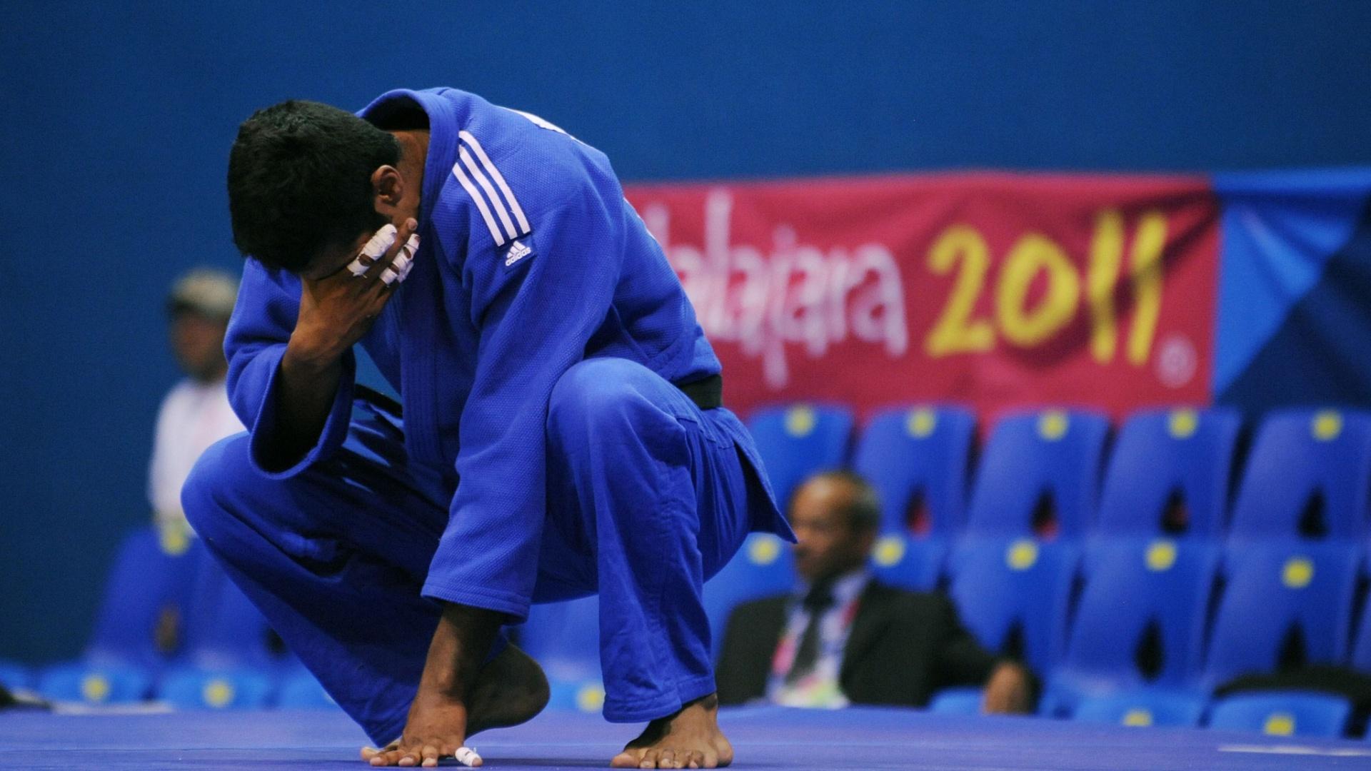 Depois de conquistar o bronze no judô, categoria até 100kg, o mexicano Sergio Garcia se emociona no tatame