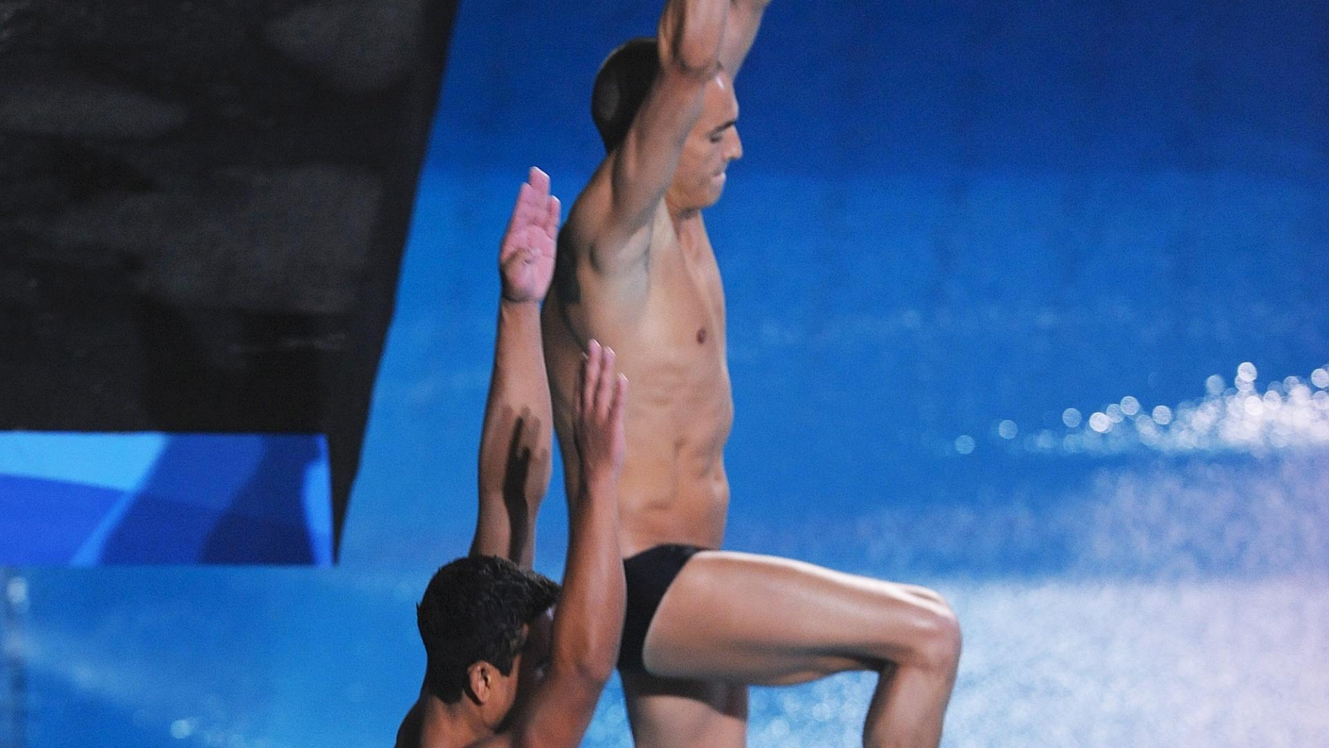 Ian Matos e César Castro se preparam para o salto do trampolim de 3 m no Pan de Guadalajara (27/10/2011)