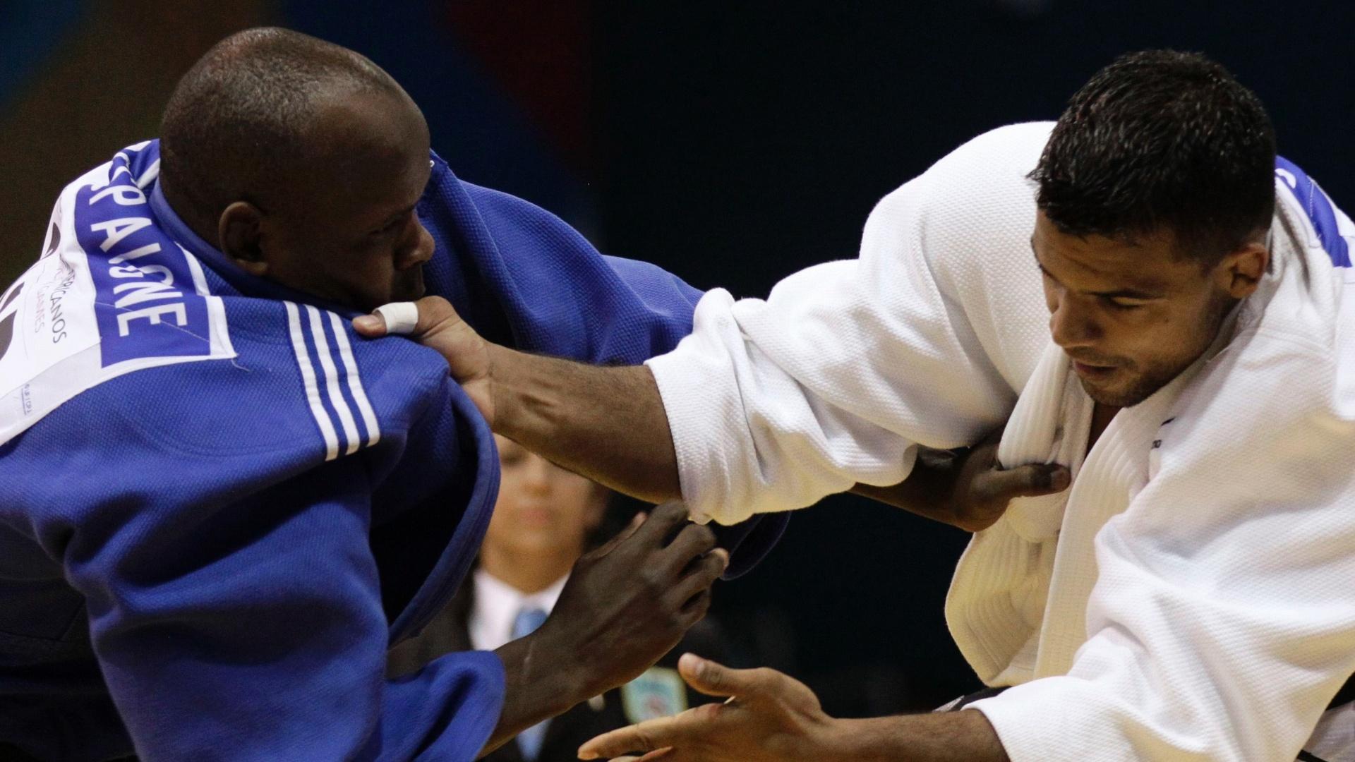 Luciano Correa encara o cubano Oreydis Despaigne na decisão do Pan-Americano (26/10/2011)