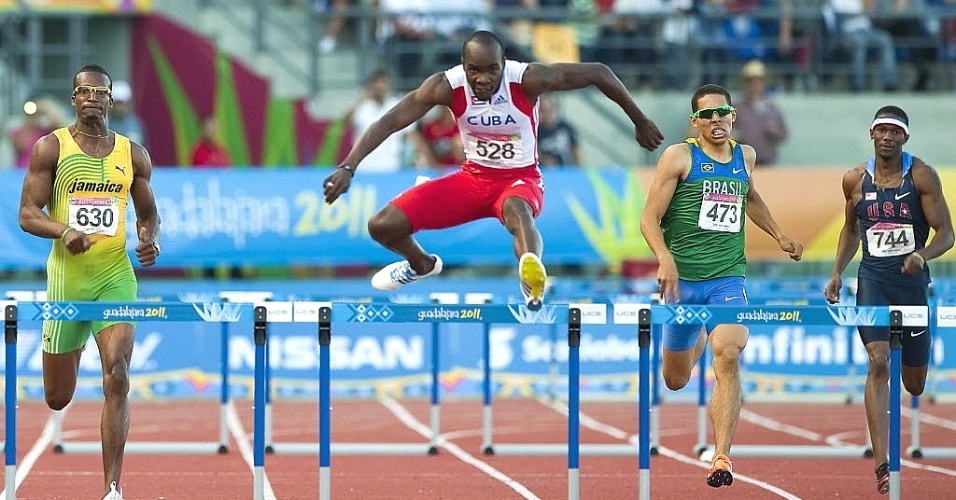 Mahau Suguimati ficou com a quarta colocação nos 400 m com barreiras do Pan (27/10/2011)