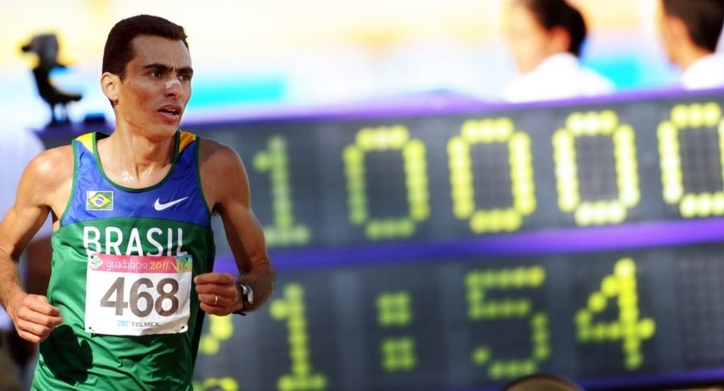 Marilson dos Santos disputa os 10.000m no Pan de Guadalajara, em que ficou com o ouro com facilidade (27/10/2011)