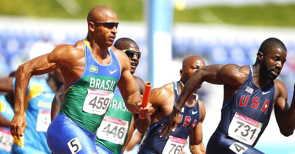 Matheus Inocencio participa do revezamento 4x100 m rasos, em que o Brasil avançou à final do Pan