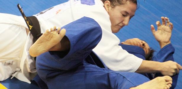 Mayra Aguiar atropelou a argentina Lorena Briceño e ficou com a medalha de bronze
