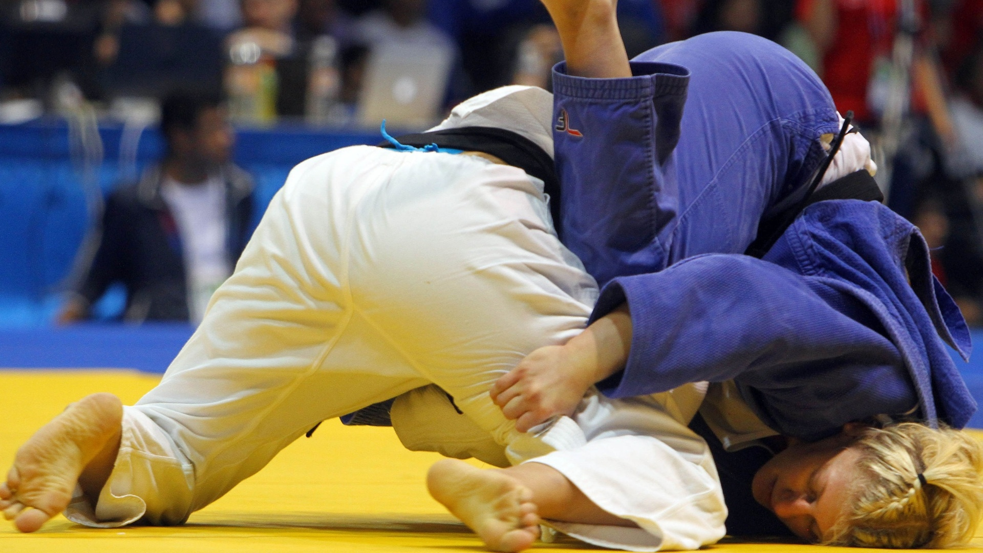 Mayra Aguiar tenta sem sucesso aplicar ippon em derrota para a norte-americana Kayla Harrison pelo Pan (27/10/2011)