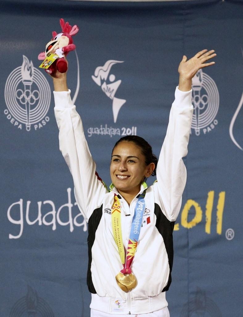 Mexicana Paola Espinosa comemora medalha de ouro nos saltos ornamentais
