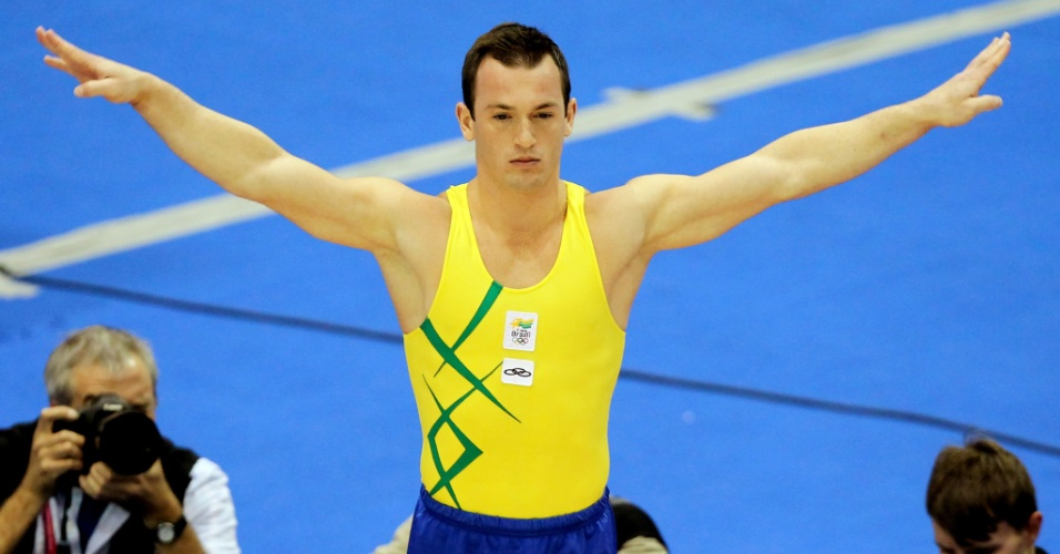 O brasileiro Diego Hypólito durante sua apresentação no solo no Pan. O ginasta conquistou a medalha de ouro (27/10/2011)