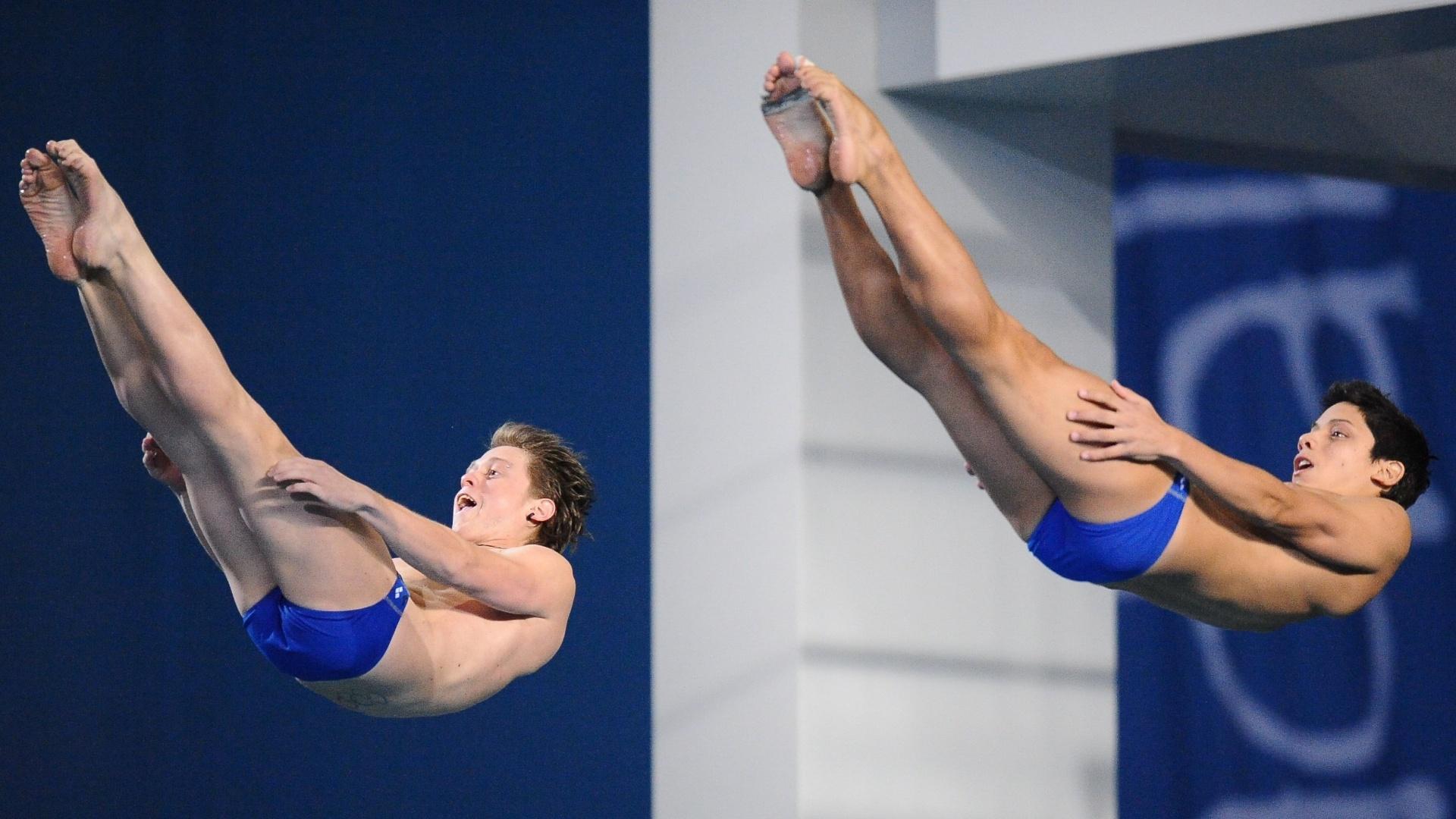 Os chilenos Diego Carquin e Donato Neglia 'combinaram' até na careta na disputa do saltos ornamentais no Pan de Guadalajara