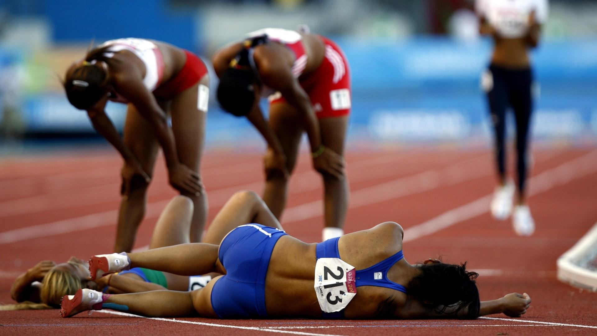 Paraguaia Anna Pirelli tenta recompor as energias após a prova dos 800 m no Pan de Guadalajara