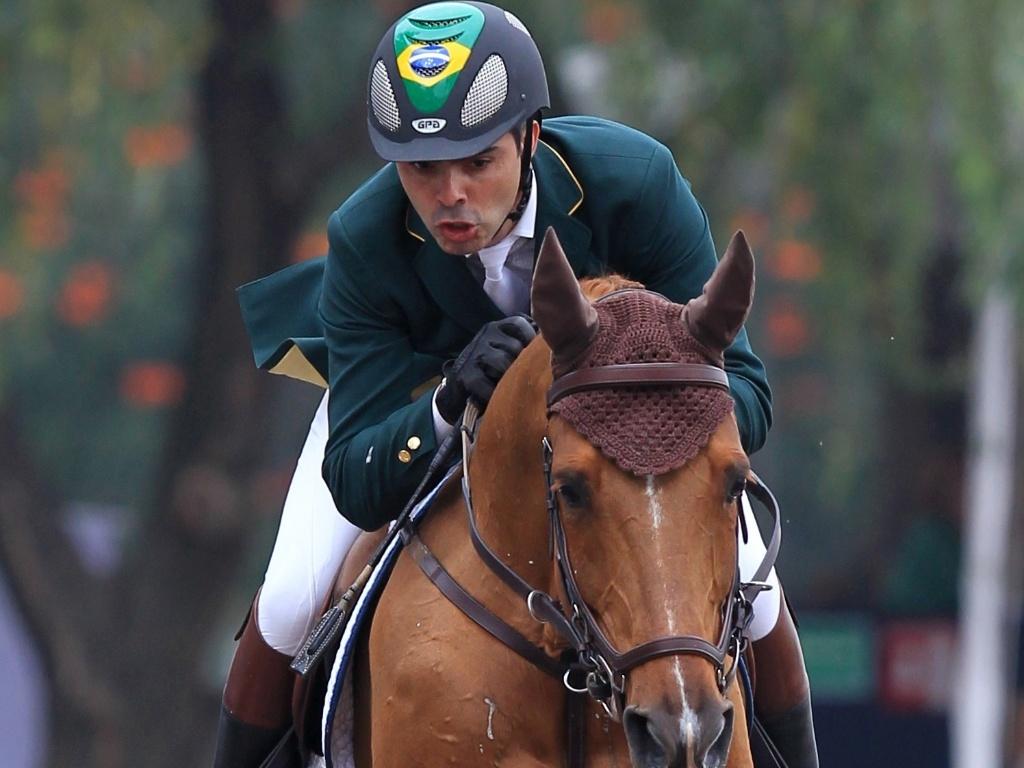 Rodrigo Pessoa salta com o cavalo HH Ashley durante a disputa por equipes do Pan de Guadalajara (27/10/2011)