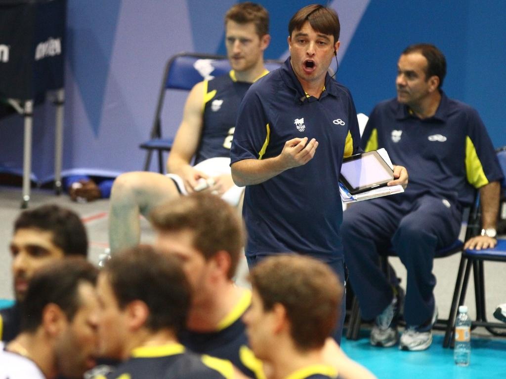 Rubinho, técnico da seleção masculina no Pan, com seu iPad (27/10/2011)