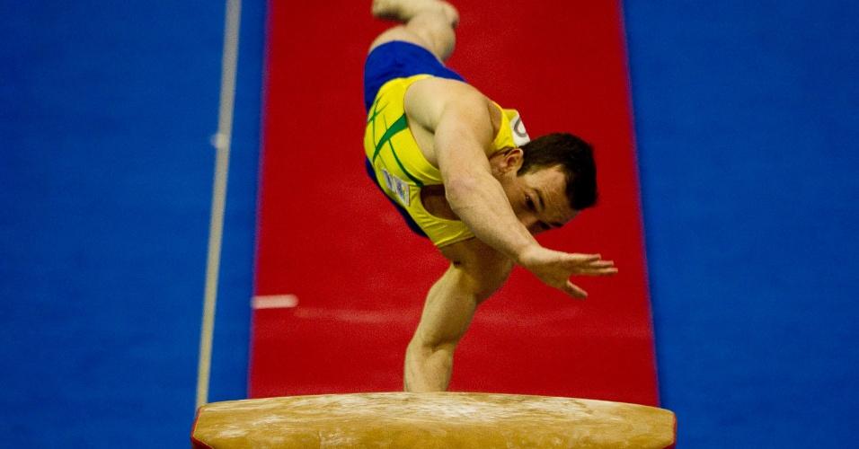 Brasileiro Diego Hypolito participa da final do salto na ginástica artística e conquista o ouro