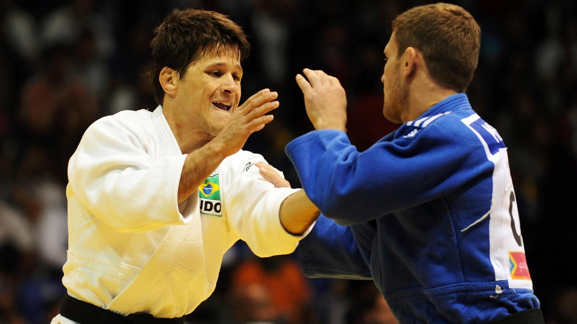 Brasileiro Leandro Cunha, o Coxinha, vence duelo com o canadense Sasha Mehmedovic e se garante na disputa do ouro na categoria até 66 kg do Pan (28/10/2011)