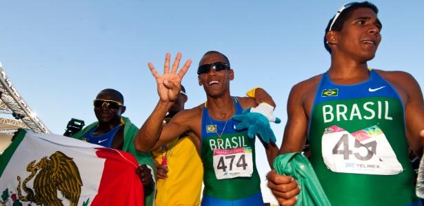 Quarteto brasileiro vibra com o tetracampeonato conquistado no revezamento 4x100 m