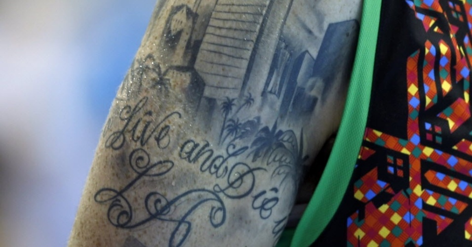 Mexicano Lorenzo Real, do basquete, tem tatuagem com os dizeres