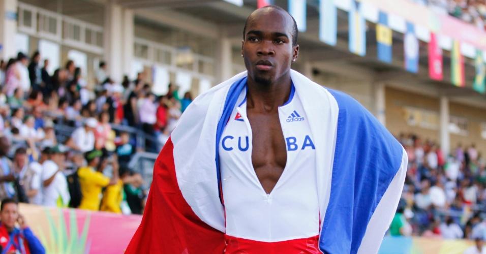 O cubano Omar Cisneros mostrou 'marra' na comemoração após vencer a prova dos 400 m com barreiras em Guadalajara