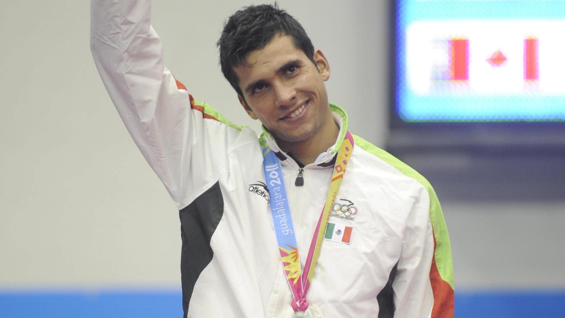 O mexicano Alberto Ramírez deu uma risada tímida após ficar com a prata na categoria até 84 kg no caratê