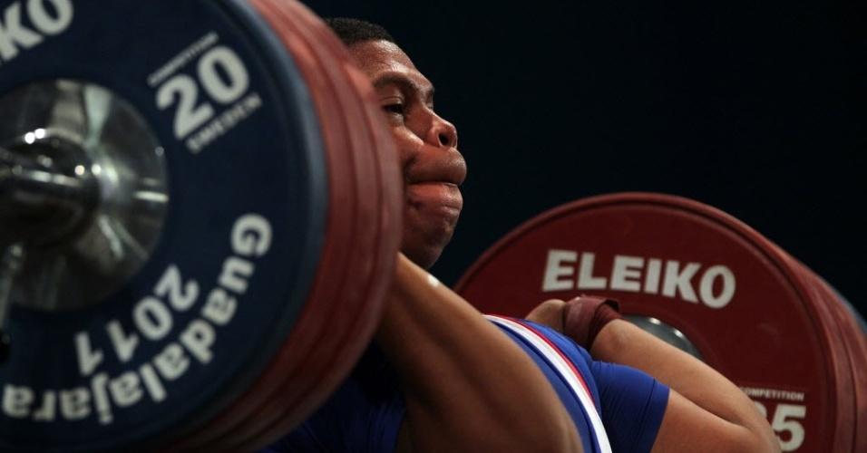 Venezuelano Yoel Jose Morales compete no levantamento de peso de 105 kg no Pan