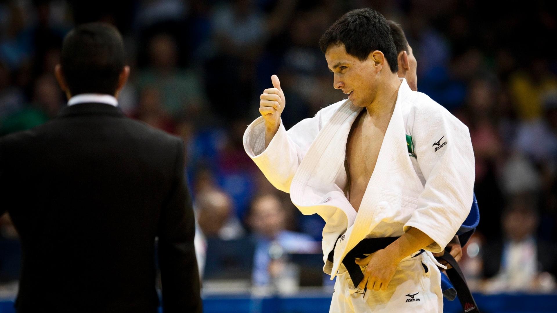 Felipe Kitadai conquistou o ouro na categoria até 60kg no judô, depois de derrotar o mexicano Nabor Castillo na final (29/10/2011)