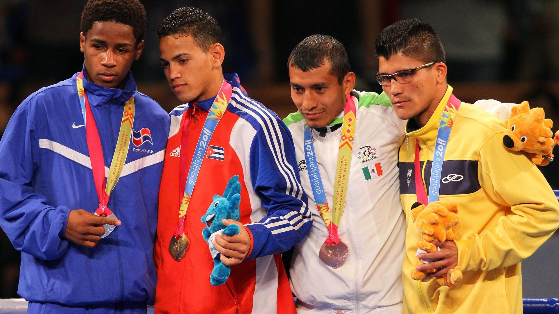 Julião Neto recebe sua medalha de bronze pela participação no Pan de GUadalajara (29/10/2011)