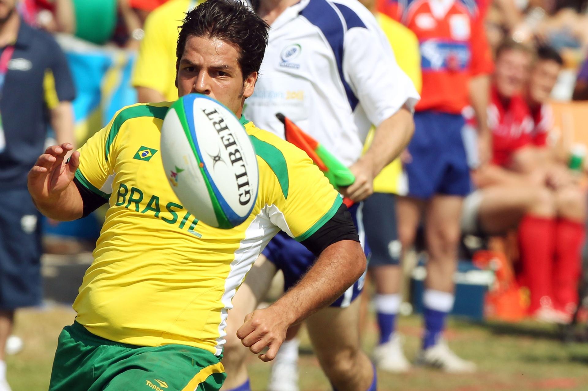 Tanque, jogador da seleção brasileira de rúgbi, durante a derrota para o Canadá na estreia do Pan (29/10/2011)