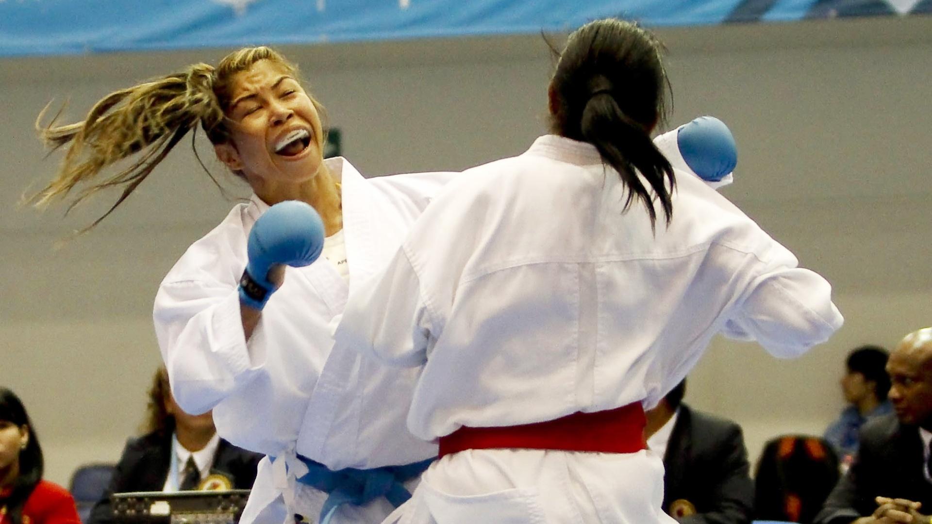 Valeria Kumizaki classificou-se em segundo no grupo, mas não passou da semifinal no caratê até 55 kg