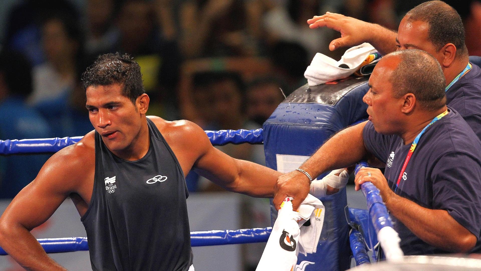 Yamaguchi Falcão faz cara de descontente com a medalha de prata no boxe, na categoria até 81kg