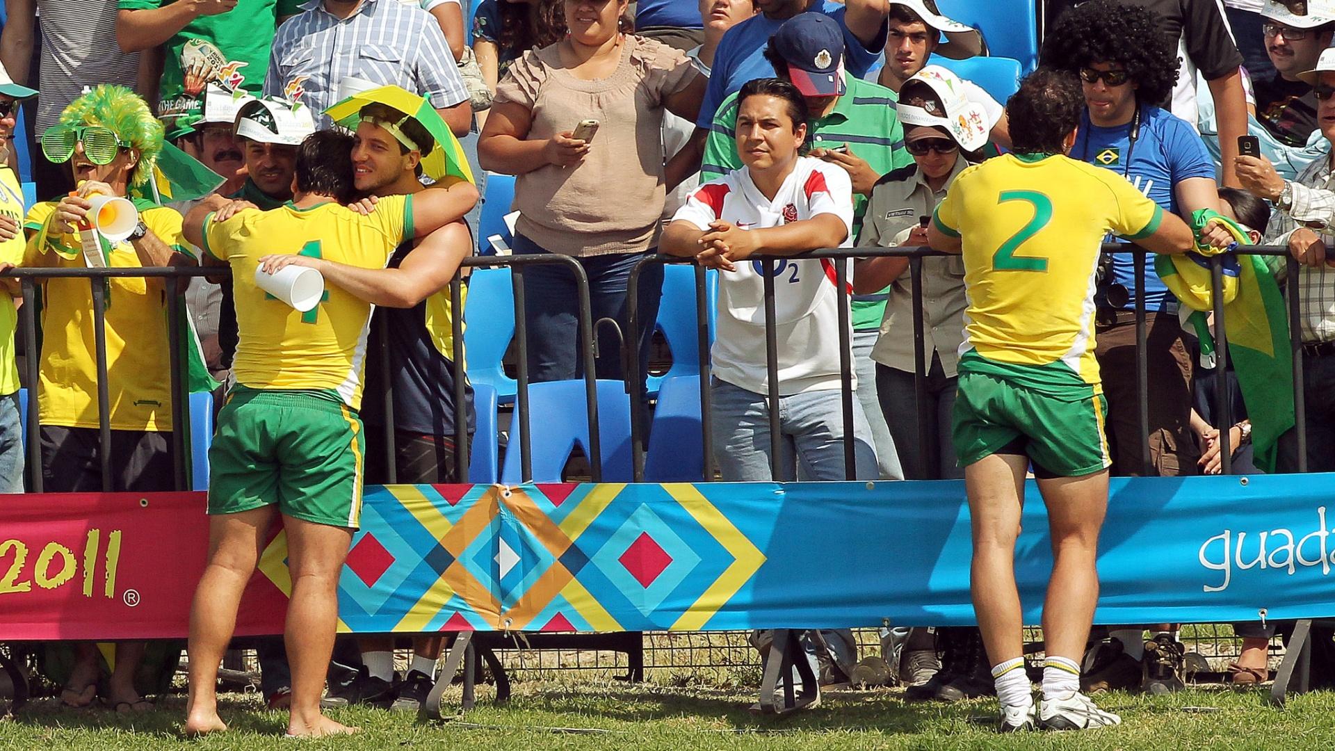 Brasileiros comemoram a vitória contra a Guiana, a última no Pan, que deu o sétimo lugar no rúgbi em Guadalajara