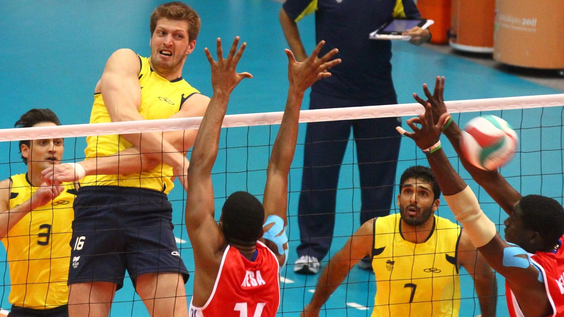 Éder ataca contra o bloqueio de Cuba na decisão da medalha de ouro no vôlei masculino (29/10/2011)