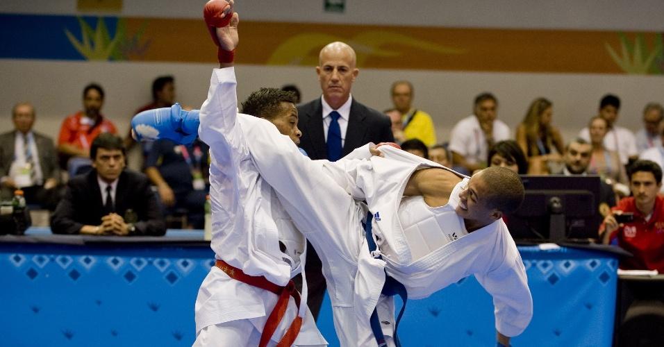Equatoriano Daniel Vivero e cubano Dennis Novo lutam pela final da categoria até 67 kg do caratê no Pan (29/10/2011)