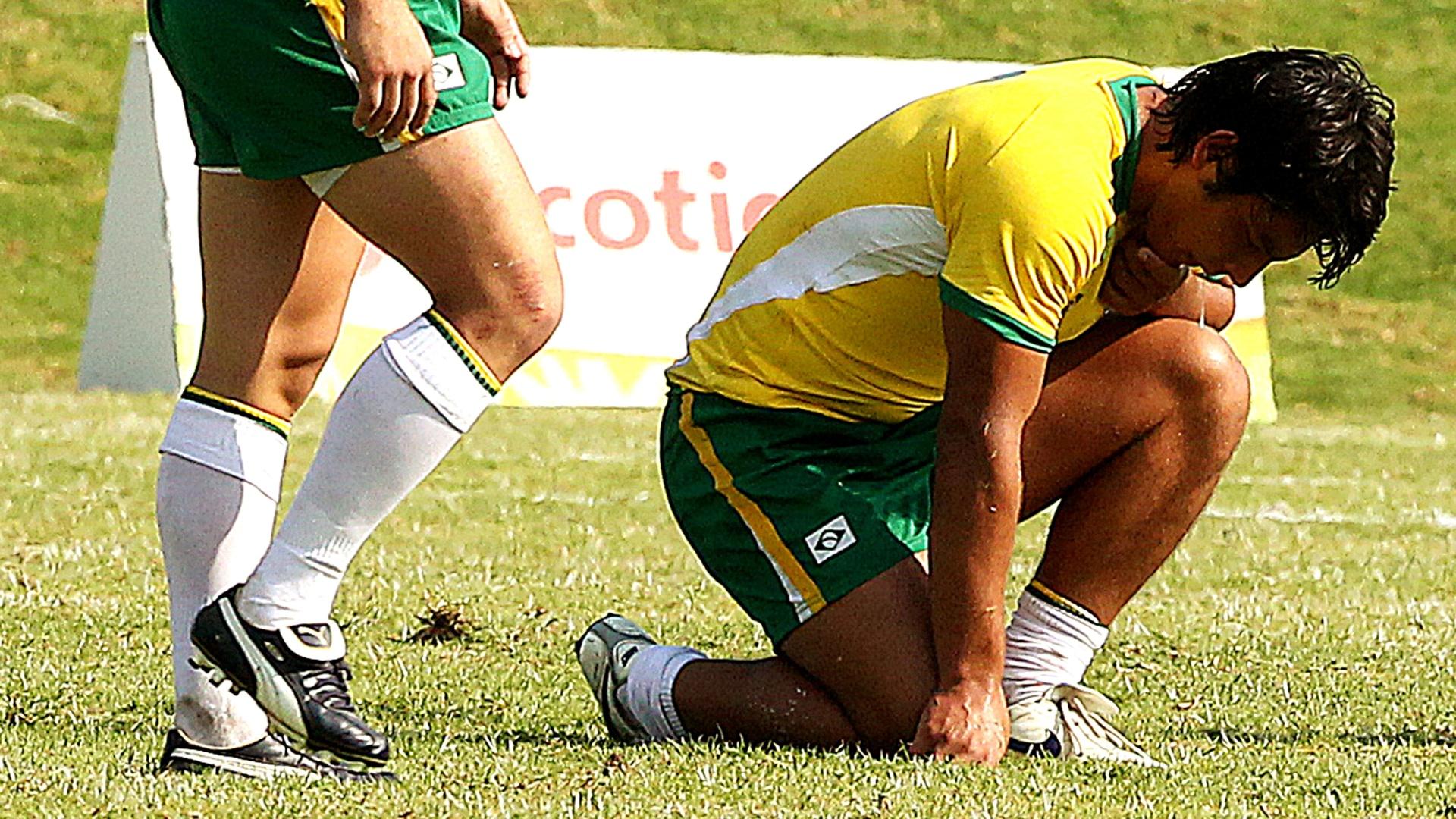 Jogador brasileiro lamenta derrota no rúgbi no Pan (30/10/2011)