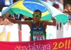 Campeão da maratona samba, emociona com vida de ex-lixeiro e quer fazer faculdade