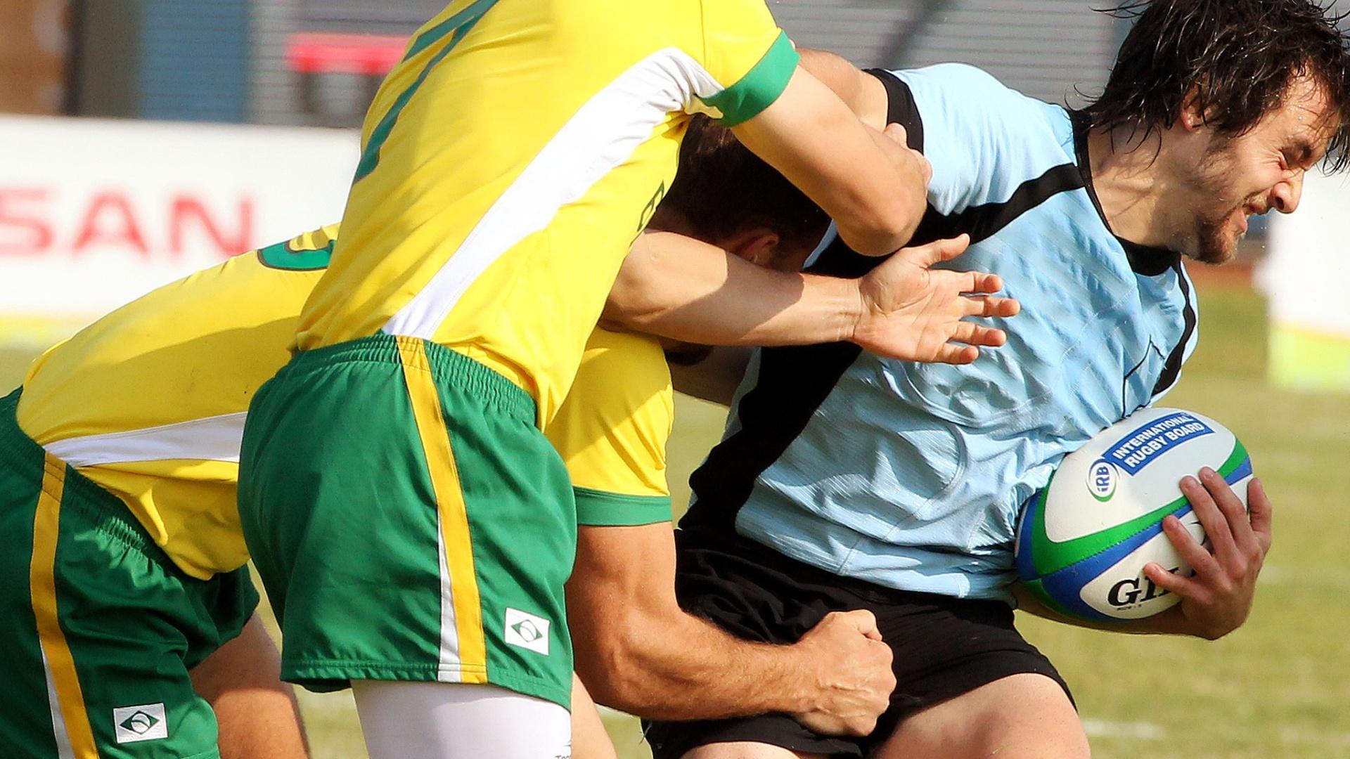 Uruguai e Brasil fizeram uma partida brigada pelas quartas de final do rúgbi no Pan (30/10/2011)