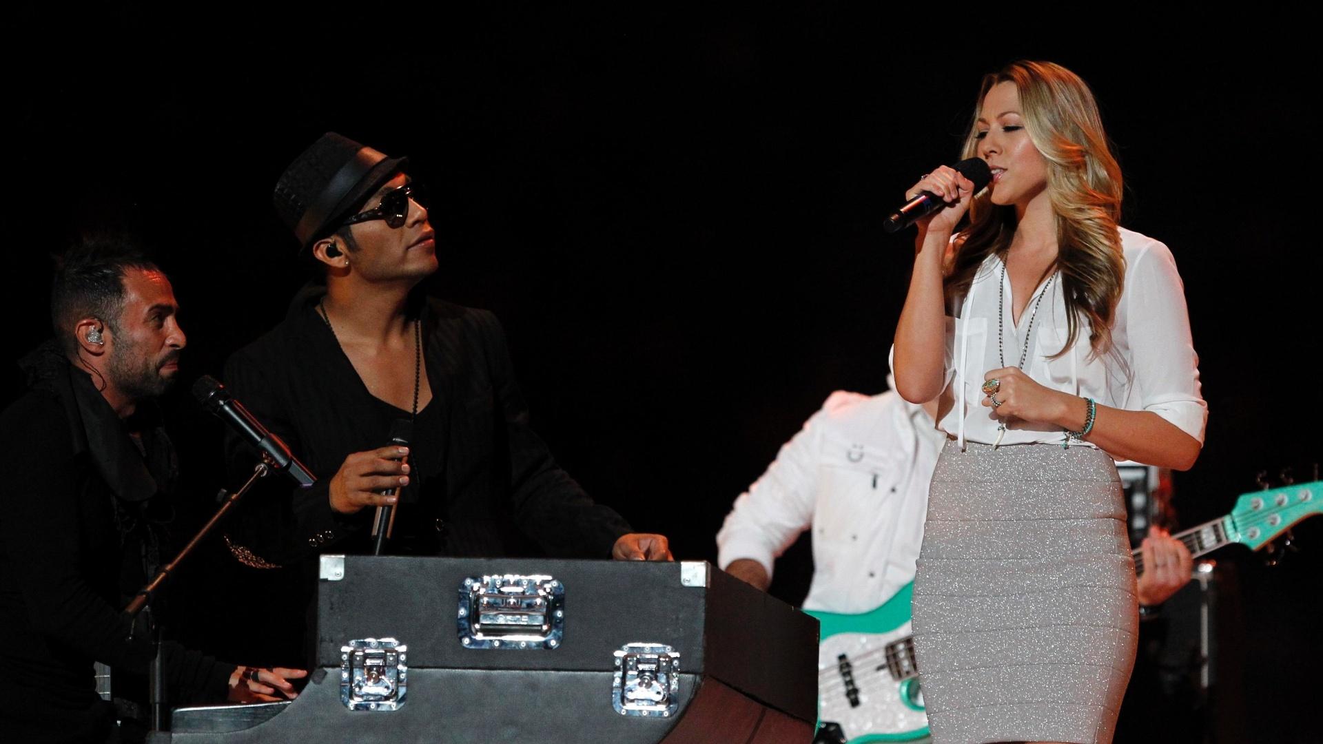 A cantora norte-americana Colbie Cailat fez participação na cerimônia de encerramento do Pan e cantou com o grupo mexicano Camila