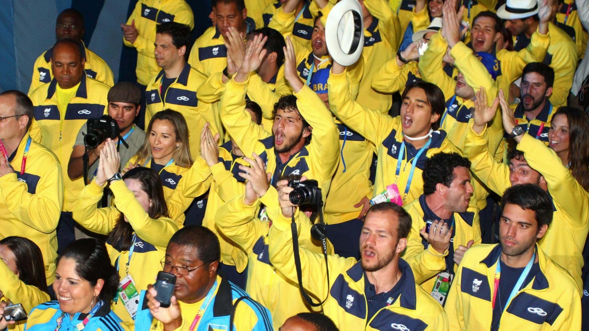 Atletas brasileiros fazem festa durante encerramento do Pan-Americano 2011 (31/10/2011)