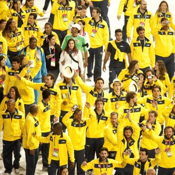 Delegação brasileira entra no estádio para o encerramento do Pan-2011