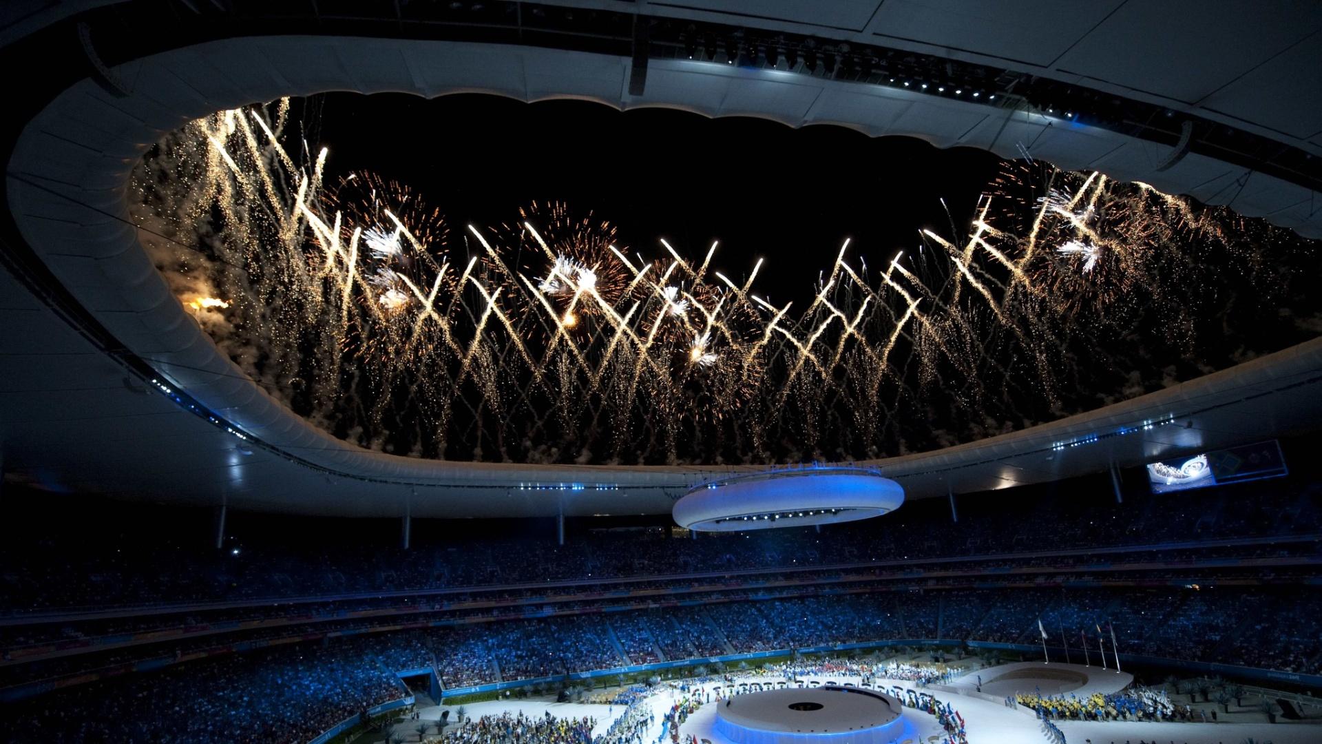 Luzes no estádio Omnilife durante a cerimônia de encerramento do Pan