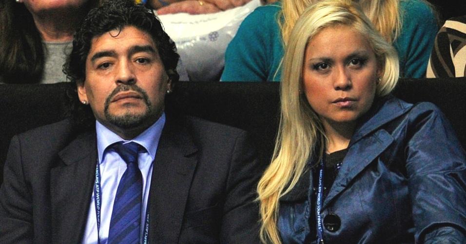 Fã de tênis, Diego Maradona acompanha a partida entre Novak Djokovic e Tomas Berdych em Londres