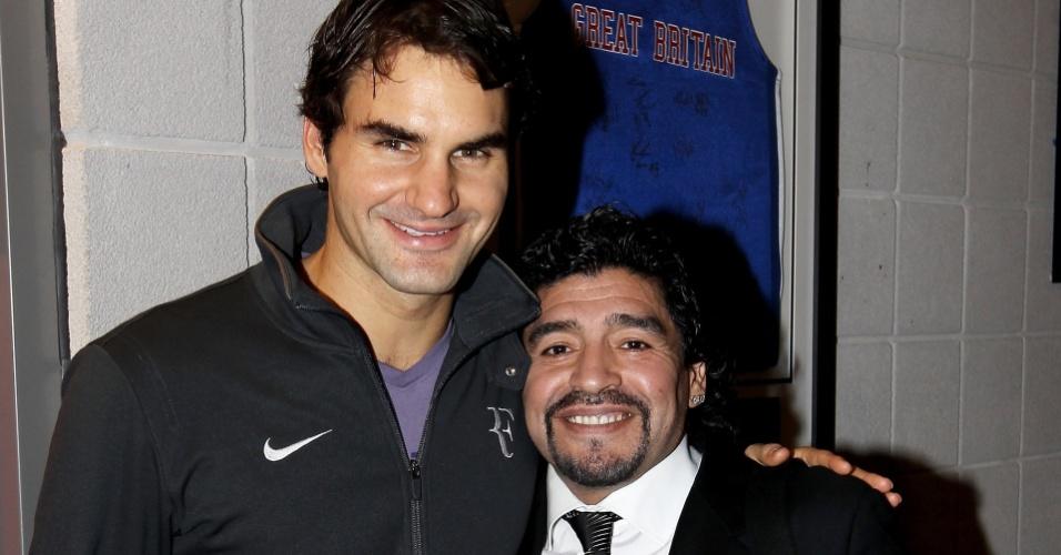 Roger Federer se encontra com Diego Maradona após bater Andy Murray no ATP Finals