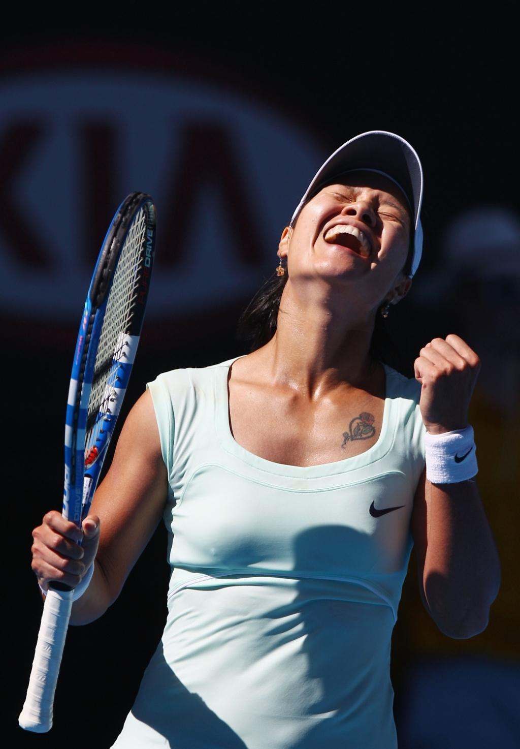 Na Li comemora a vitória de virada sobre a dinamarquesa Caroline Wozniacki no Aberto da Austrália